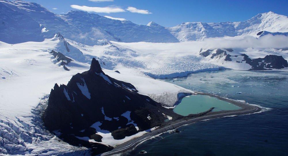 Antartico, robot subacqueo studia il ghiacciaio Thwaites e mette in guarda sui cambiamenti climatici