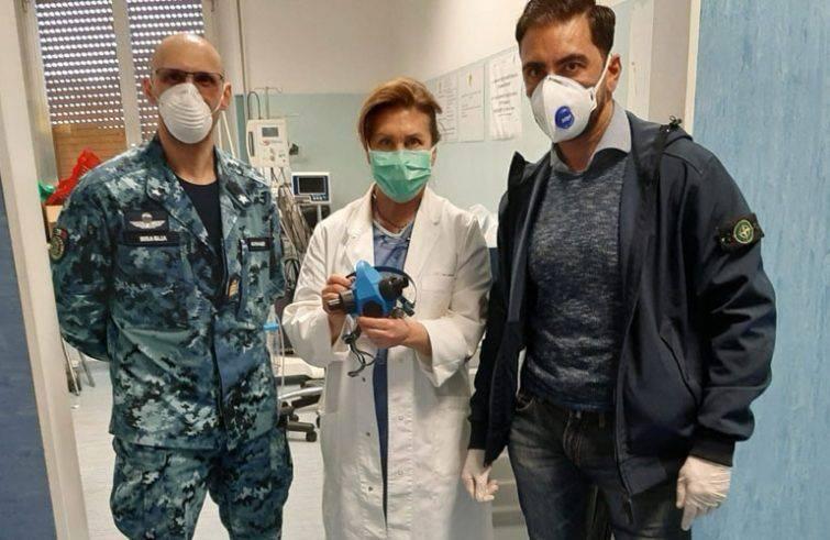 Le maschere dei palombari della Marina militare all'ospedale Sant'Andrea di La Spezia